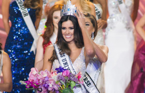 Colombia's Paulina Vega crowned Miss Universe 2015