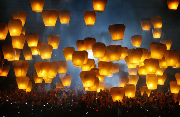 celebrated on the 15th day of the first Chinese lunar month, Lantern Festival, Pingxi ,Taiwan, khichdi, 5th march 2015, Han Dynasty (25–220), The Lantern Fest,  Emperor Hanmingd, 15th day of the first Chinese lunar month, Lanterns symbolize good fortune & request favorable weather,  khichdi,The Lantern Festival can be traced back to 2,000 years ago