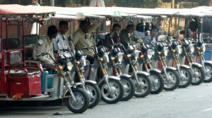 President signs ordinance to pave way for e-rickshaws on Delhi roads